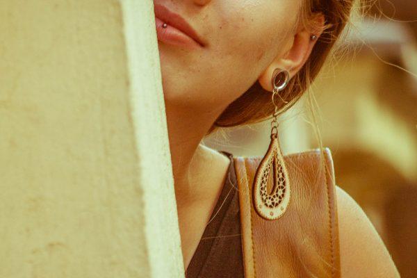 Dobra-Dragica-nakit-viseči-leseni-uhani-blizu
